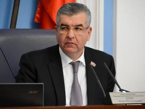 Он голосовал за повышение пенсионного возраста. Депутат Игорь Сапко