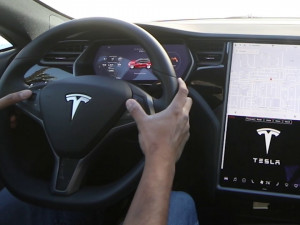 500 000 электромобилей Tesla хотят вернуть производителю