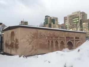 Трансформаторную подстанцию в Челябинске украсили городские пейзажи