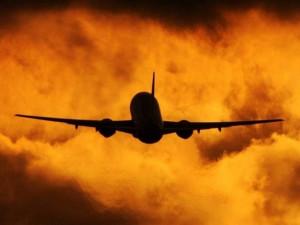 Разбился пассажирский самолет. Погибли все, кто был на борту (видео)