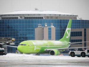 195 пассажиров самолета взяла в заложники одна пьяная женщина