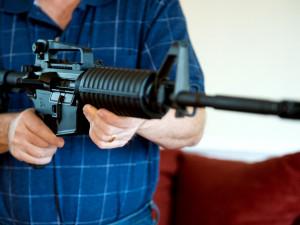 С винтовкой на заседание городского совета пришел чиновник