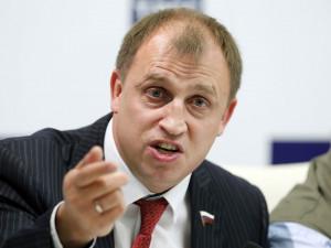 Налог на домохозяек предложил ввести депутат Вострецов