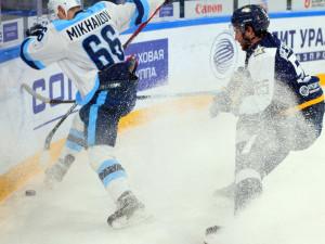 «Металлург» выиграл у «Сибири» и поднялся на 5 место в Восточной конференции