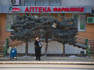 «Формовочной обрезкой» назвали власти Челябинска обрезание верхушек елей на улице Воровского