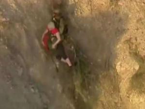 Драматичные кадры спасения упавшей со скалы туристки сняли на видео (видео)