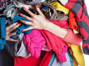 «80% идет на переработку»: что делать с вещью, которой больше не место в вашем шкафу?