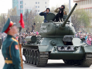 Рабинович предложил сформировать украинскую делегацию на Парад Победы в Москве