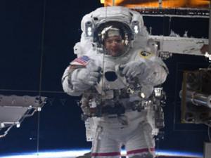 Крутое селфи на фоне Земли сделала астронавт НАСА