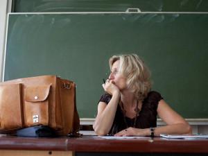 Обесценили труд учителя. Зарплаты 13, 9, 7 и даже 5 тысяч рублей предлагают учителям на Урале