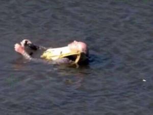 Несколько суток в холодной воде проплавал 67-летний турист, потеряв каяк (видео)