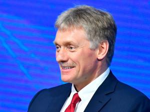 Песков назвал «неуместным» появление «икон» с изображением Путина