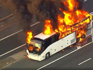 Рейсовый автобус сгорел на автомагистрали
