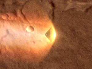 Следы катастрофы на Марсе буря заносит пылью