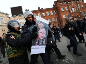 Против поправок Путина в Конституцию протестуют в Москве и Петербурге