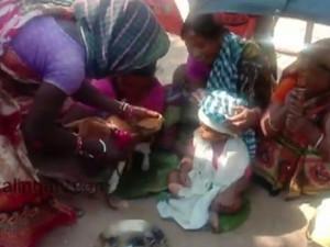 Свадьбу годовалого ребенка и собаки сыграли суеверные взрослые
