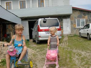Как житель Миасса поставил дом на крышу гаража