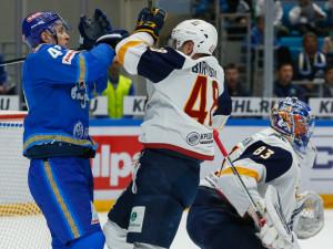 «Металлург» был разгромлен казахским «Барысом» в матче серии плей-офф