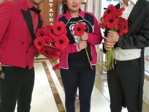 В Турции женщинам-туристкам дарили цветы на 8 марта