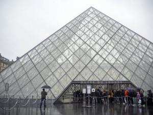 Франция закрыла Лувр из-за коронавируса