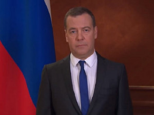 Что происходит в Кремле? Почему с обращением по коронавирусу выступил Медведев, а не Путин?