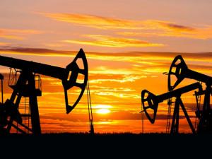 Цена нефти обрушилась на 15% за сутки