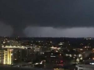 Крановщик встретил торнадо на 112-метровой высоте (видео)