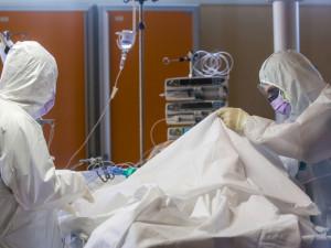 200 тысяч смертей от коронавируса прогнозирует главный инфекционный эксперт правительства США