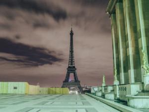 «Красиво и жутко»: пустой Париж с высоты птичьего полета (видео)