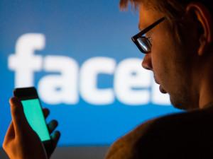 Facebook будет присылать предупреждения пользователям, отреагировавшим на фейки о коронавирусе