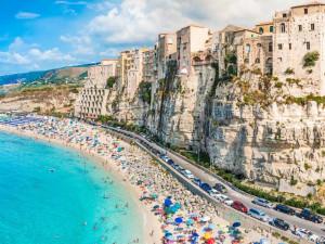 В Италии государство платит предпринимателям и гражданам в условиях эпидемии. И освобождает от оплаты кредитов и коммунальных услуг