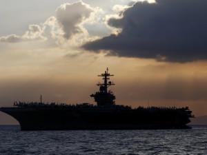 «Моряки не должны умирать», - говорит капитан авианосца, зараженного коронавирусом
