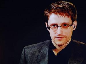 Коронавирус используют для захвата власти, говорит Эдвард Сноуден (видео)