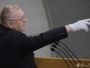 Жириновский назвал преступным совет МЧС не носить маски на улице