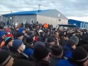 Из-за массового заражения коронавирусом взбунтовались рабочие в Якутии