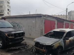 Две машины сгорели в Челябинске
