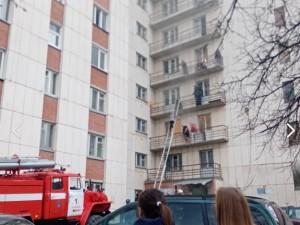 Дым до 9 этажа. Большой пожар случился в общежитии Миасса
