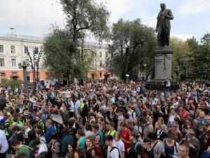 Массовые протесты против карантинных мер предсказали в России социологи через два месяца