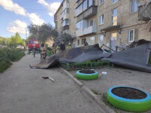 Трех человек во время урагана убило в Свердловской области: воротами, крышей и краном