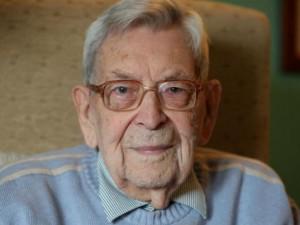 Самый старый мужчина в мире скончался «мирно во сне», сообщила семья