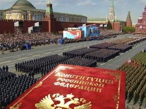 Объединить голосование по Конституции и Парад Победы в один день хотят в Кремле