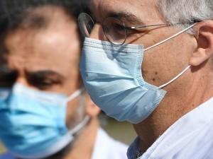 Большинство москвичей носят маски неправильно, заявили эксперты