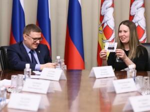 Семья с тройней получила в Челябинске квартиру по договору социального найма