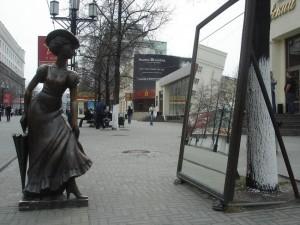 Ищите женщину: бронзовая кокетка исчезла с привычного места на Кировке