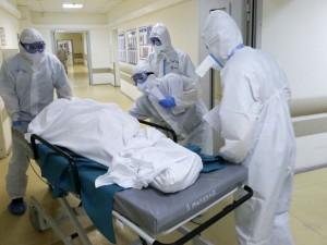 «Количество погибших будет нарастать». Пик смертности от коронавируса в России еще не достигнут