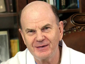 Не открывать курортный сезон советует заслуженный врач России