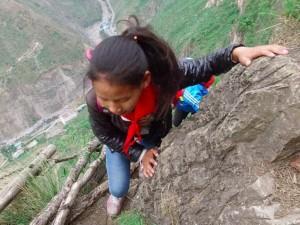 200 лет жители поднимались в свою деревню по «небесным лестницам» (фоторепортаж)