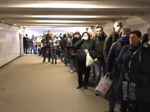 Очереди в метро сказались или увеличение тестирования: эксперты о росте случаев коронавируса в Москве