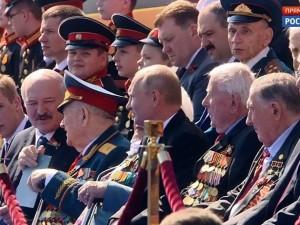 Лукашенко сторонился Путина на параде Победы