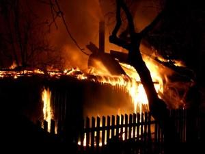 В Челябинской области из-за салюта сгорели частные дома и бани